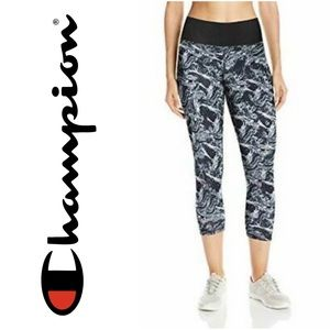 Champion SmoothTec Tight-Fit Capri Leggings